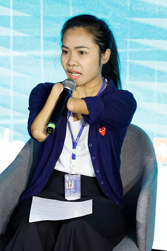 Ms. Siriporn Praserdchat, APCD Logistics Officer presented smart people in smart city in her perspective. Photo credit @DEPA