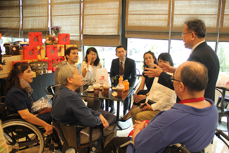 Mr. Piroon explained background of Disability-Inclusive Business to the visitors at 60+ Plus Bakery & Chocolate Café.