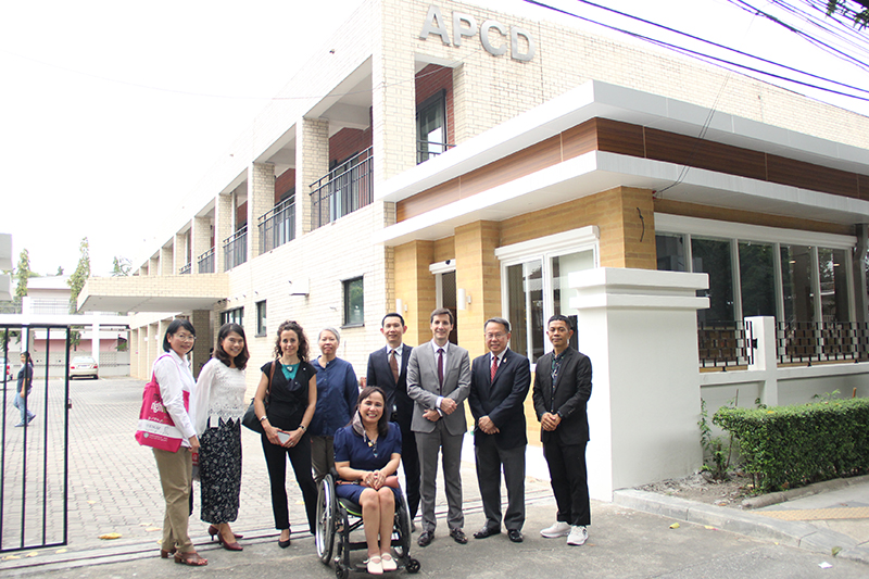 Group photo of visitors from TOTAL Oil (Thailand) Co. Ltd., and APCD staff in front of APCD's CP Kitchen project.