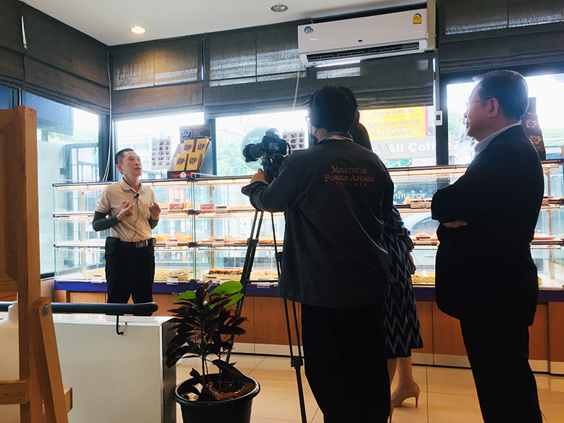 "Special interview of project staff with physical disabilities, Mr. Somchai Sae-Ueng (Bakery Kitchen) Yamazaki Bread Shop, Ratchawithi Branch regarding ""Pride of Persons with Disabilities! Proud of APCD! 60+PLUS"""
