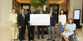 H.E. Dr. Tej Bunnag, chairman of APCD Foundation Committee received the donation from Mr. William E. Heinecke, Founder and Chairman of Minor Group of Companies.